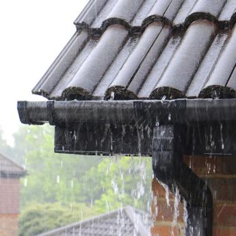 zelf lekkende dakgoot repareren