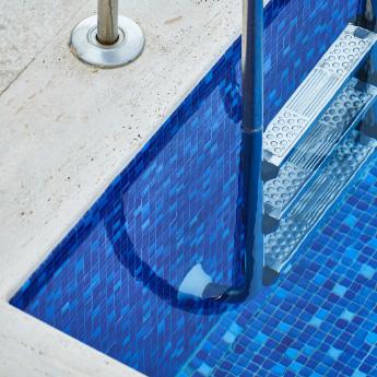 lek in het zwembad opsporen